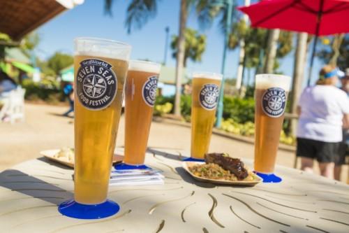 cervezas artesanales son el sabor del día en uno de los eventos SeaWorlds.  |  Suites de Staybridge Suites Lake Buena Vista