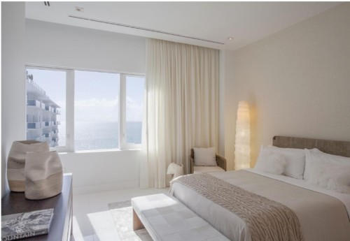 https://suiteness.imgix.net/destinations/miami/1-hotel-south-beach/suites/two-bedroom-ocean-view-penthouse-with-balcony/bedroom.png?w=96px&h=64px&crop=edges&auto= comprimir, formato
