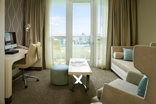 https://suiteness.imgix.net/destinations/miami/fontainebleau-miami-beach/suites/tr-sor-bay-view-one-bedroom-suite-tr-sor-bay-view-junior-suite/junior-suite-living-room.jpg?w=96px&h=64px&crop=edges&auto=compress,format