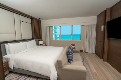 https://suiteness.imgix.net/destinations/miami/nobu-hotel-miami-beach/suites/umi-suite-2-bedroom/image-2-png.png?w=96px&h=64px&crop=edges&auto=compress, formato