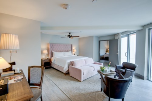 https://suiteness.imgix.net/destinations/miami/plymouth-hotel-miami/suites/two-bedroom-terrace-suite/bedroom.jpg?w=96px&h=64px&crop=edges&auto=compress,format
