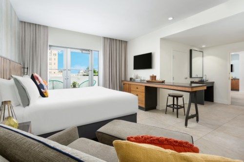 https://suiteness.imgix.net/destinations/miami/washington-park-hotel/suites/premier-king-terrace-suite/king-terrace-suite-bed-and-love-seat-jpg.jpg?w= 96px & h = 64px y cultivos = bordes y auto = compresa, formato