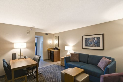https://suiteness.imgix.net/destinations/orlando/embassy-suites-orlando-downtown/suites/2-room-suite-1-king-bed-non-smoking-2-room-suite-2-double-beds-non-smoking/king-suite-living-area.jpg?w=96px&h=64px&crop=edges&auto=compress,format