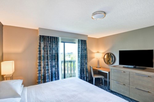 https://suiteness.imgix.net/destinations/orlando/embassy-suites-orlando-downtown/suites/2-room-suite-1-king-bed-nonsmoking-2-room-corner-suite-2-double-beds-non-smoking/895f0176_z-jpg.jpg?w=96px&h=64px&crop=edges&auto=compress,format