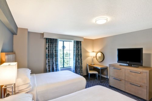 https://suiteness.imgix.net/destinations/orlando/embassy-suites-orlando-downtown/suites/2-room-suite-2-double-beds-non-smoking-2-room-corner-suite-2-double-beds-non-smoking/corner-suite-bedroom.jpg?w=96px&h=64px&crop=edges&auto=compress,format