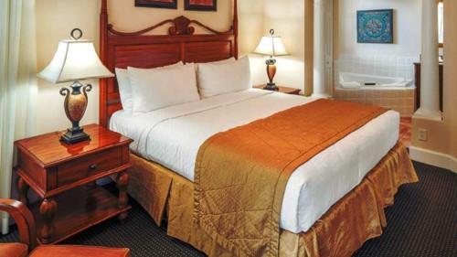 https://suiteness.imgix.net/destinations/orlando/grande-villas-resort/suites/two-bedroom-suite/grande-villas-resort-2-bedroom-suite-bedroom.jpg?mono=33EBC862&blend=2A303F&shad=90&gam=20&auto=format,compress