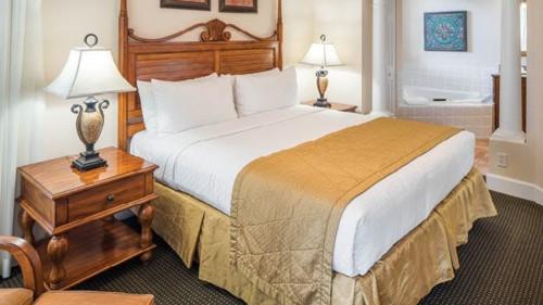 https://suiteness.imgix.net/destinations/orlando/grande-villas-resort/suites/two-bedroom-suite/grande-villas-resort-2-bedroom-suite-bedroom.jpg?w=96px&h=64px&crop=edges&auto=compress,format