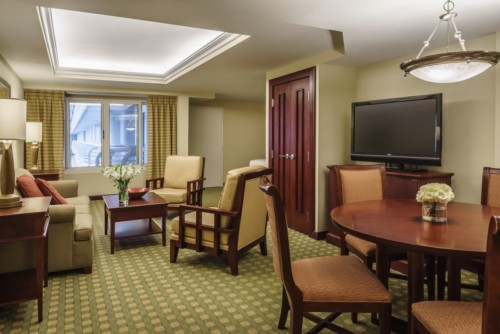 https://suiteness.imgix.net/destinations/orlando/hyatt-regency-orlando-international-airport/suites/junior-suite/parlor.jpg?w=96px&h=64px&crop=edges&auto=compress,format
