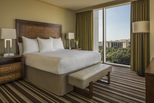 https://suiteness.imgix.net/destinations/orlando/hyatt-regency-orlando/suites/one-bedroom-king-suite-2-queens-beds/hyatt-regency-orlando-bed.jpg?w=96px&h=64px&crop=edges&auto=compress,format