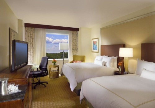 https://suiteness.imgix.net/destinations/orlando/hilton-orlando/suites/2-bedroom-suite-1-king-2-queen-beds/queen-beds.jpg?w=96px&h=64px&crop=edges&auto=compress,format