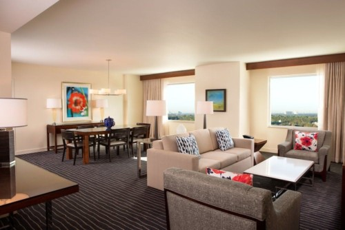 https://suiteness.imgix.net/destinations/orlando/hilton-orlando/suites/family-suite-1-king-bed/family-suite.jpg?w=96px&h=64px&crop=edges&auto=compress,format