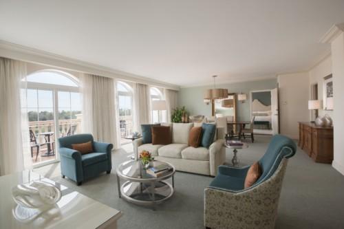 https://suiteness.imgix.net/destinations/orlando/loews-portofino-bay-hotel-at-universal-orlando/suites/1-bedroom-queen-villa-parlor-suite-deluxe-king-room/villa-parlor-suite-living-room.jpg?w=96px&h=64px&crop=edges&auto=compress,format