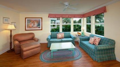 Sala |  Villa de dos dormitorios |  Disney Old Key West Resort
