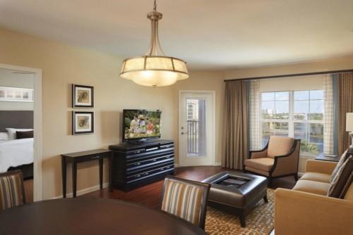 Immagine di 1 camera da letto Suite King con divano letto e balcone