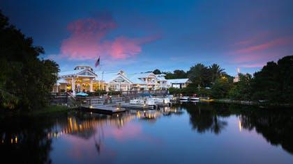 Recurrir a la puesta del sol |  Disney Old Key West Resort