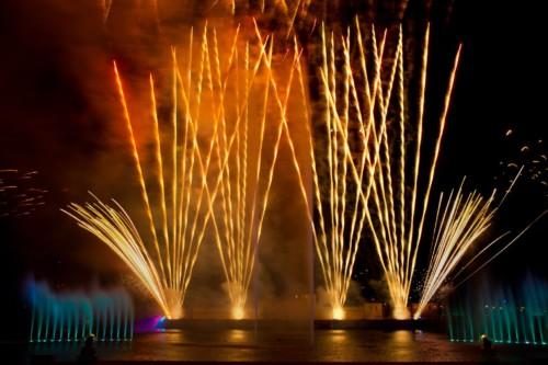 Os fogos de artifício shows no SeaWorld são um deve ver quando você visita.  |  As suites do Staybridge Suites Orlando at SeaWorld